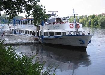 Photo d'un bateau sur la seine croisière en seine
